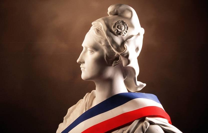 Buste pour mairies - Paul Verlaine 830x532_buste-marianne-symbole-republique